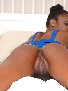 ebony pussy thumbnail pic