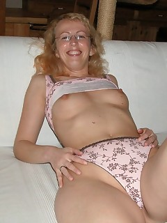 blond pussy thumbnail pic